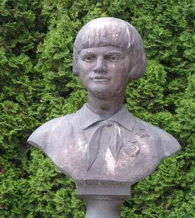 Зина Портнова памятник