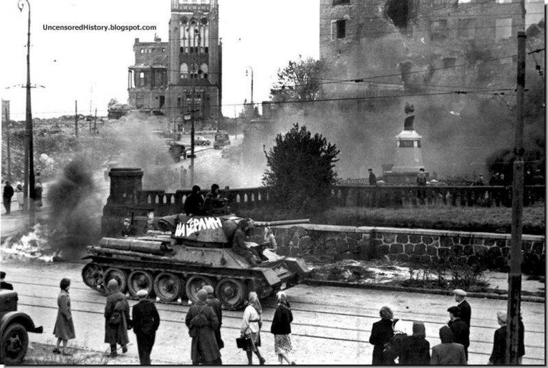 Russian-tanks-Konigsberg-1945.jpg.30fc616bef594cc085d6623d961c0fd3.jpg