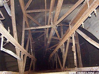 лестница в подзекмные ходы лагеря (дот) 766.jpg