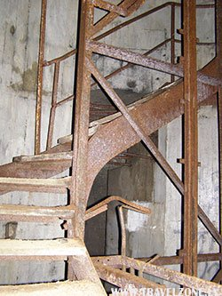 лестница на поверхность.jpg