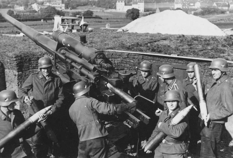 Flak_88_AA_gun_ready_to_firing.jpg