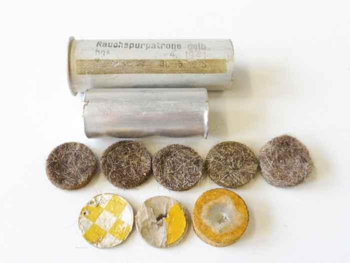 rauchspurpatrone-gelb-komplett-delaboriert-frei-von-jeglichen-gefahrstoffen-datiert-1941.jpg