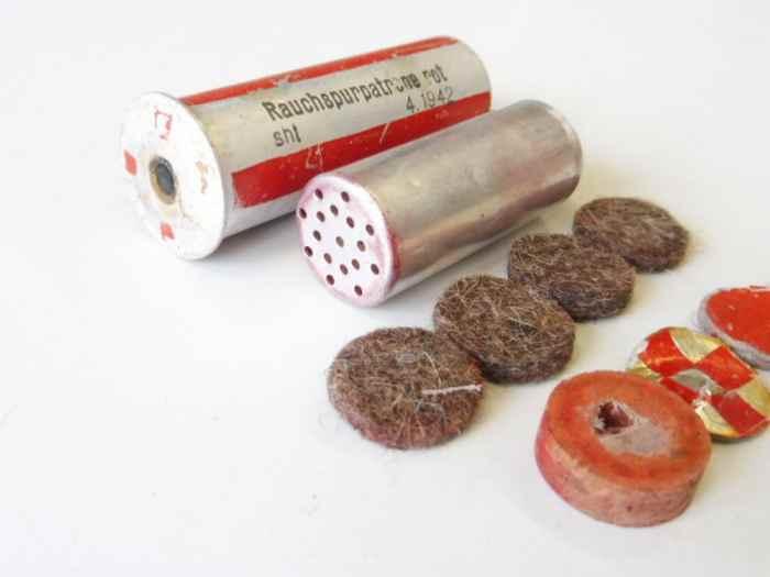 rauchspurpatrone-rot-komplett-delaboriert-frei-von-jeglichen-gefahrstoffen-datiert-1942_4.jpg